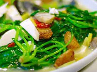 肉末烩菠菜豆腐